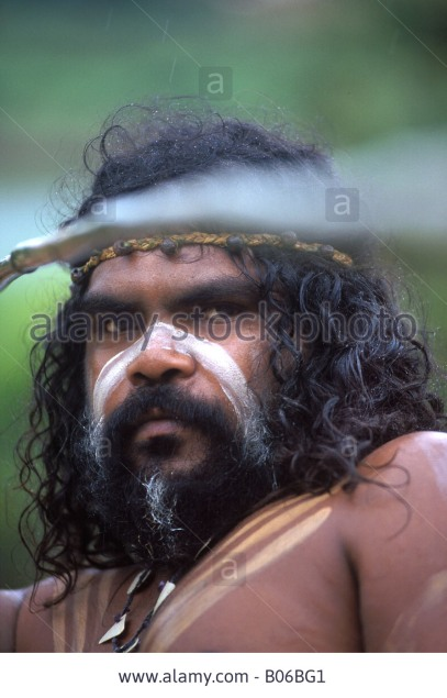aboriginal-man-throwing-a-spear-b06bg1