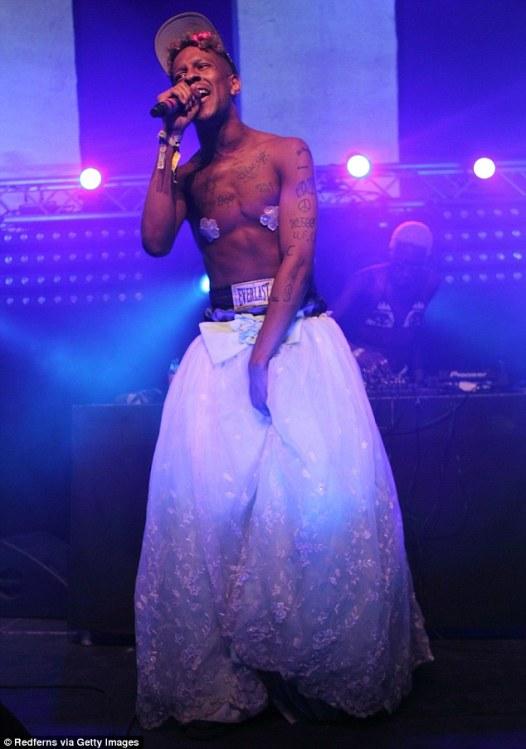 29a394ee00000578-3124870-sharing_his_secret_transgender_rapper_and_poet_mykki_blanco_seen-m-7_1434378442052